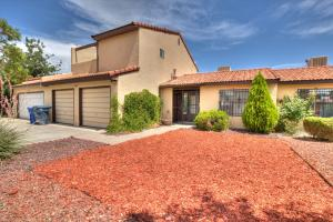6204 Saint Josephs Avenue, Albuquerque, NM 87120