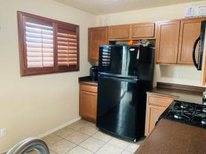 6257 Azaleas Road NW, Albuquerque, NM 87114