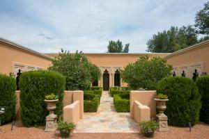 980 Bonita Rosas Drive NW, Los Ranchos, NM 87107
