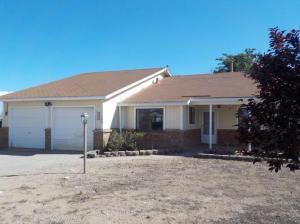 714 10th Avenue NW, Rio Rancho, NM 87144
