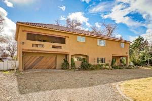 1504 N Los Arboles Avenue NW, Albuquerque, NM 87107