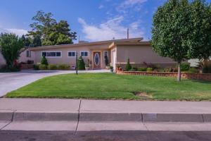 10420 Aspen Avenue NE, Albuquerque, NM 87112