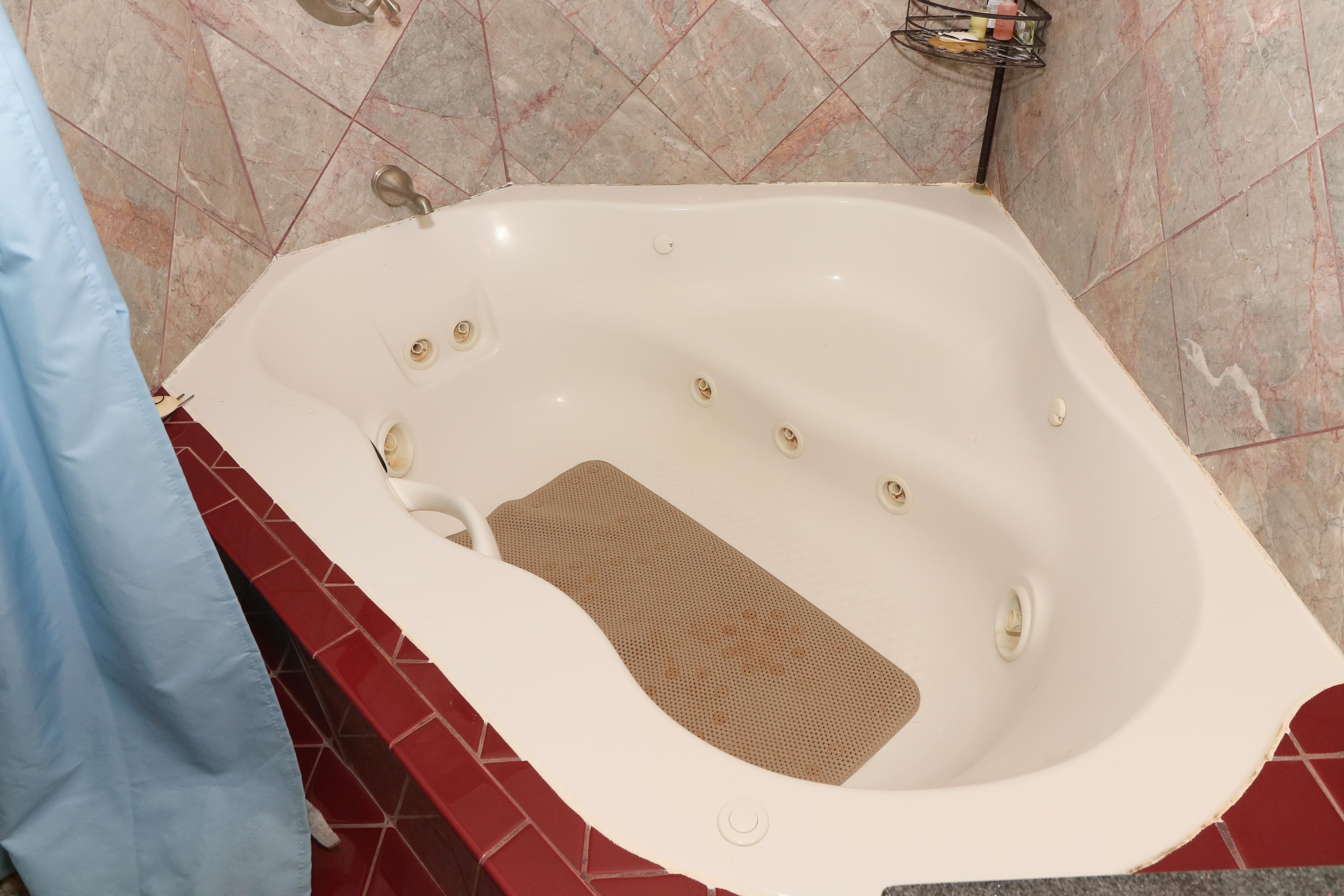 Master Jetted Tub