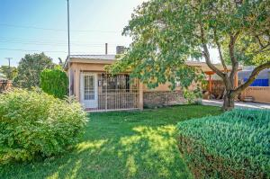316 RINCON Court NW, Albuquerque, NM 87105