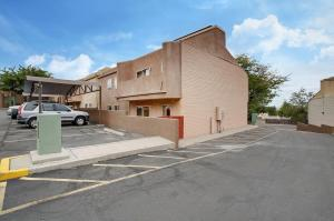 13272 CANDELARIA Road NE, Albuquerque, NM 87112