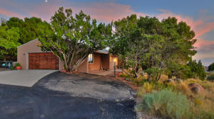 617 CEDAR HILL Road NE, Albuquerque, NM 87122
