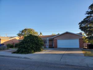 8810 LAGRIMA DE ORO Road NE, Albuquerque, NM 87111