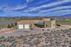 Property for sale at 9 Chamisa Drive, Ranchos De Taos,  New Mexico 87557