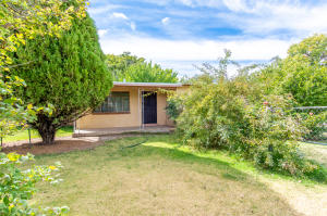1926 LAKE Drive SW, Albuquerque, NM 87105