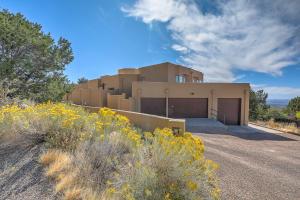 2 Sandia Heights Drive NE, Albuquerque, NM 87122