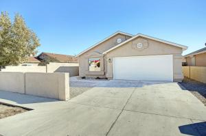1940 DESERT BREEZE Drive SW, Albuquerque, NM 87121