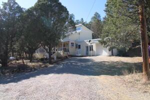 114 KUHN Road, Tijeras, NM 87059
