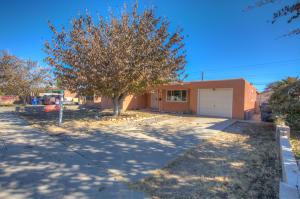 820 Loma Hermosa Drive NW, Albuquerque, NM 87105