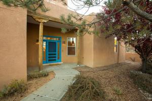 1728 Avenida Alturas NE, Albuquerque, NM 87110