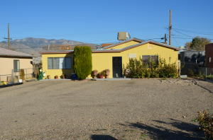 222 TEXAS Street NE, Albuquerque, NM 87108
