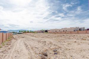 5615 Cinder Cone Drive NW, Albuquerque, NM 87120