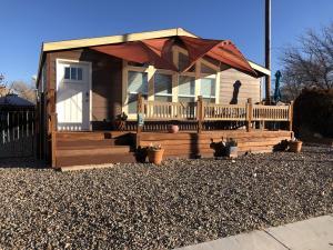 2105 DORA Avenue NW, Albuquerque, NM 87104