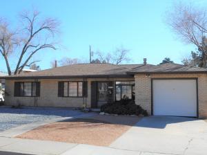 5816 Bellamah Avenue NE, Albuquerque, NM 87110