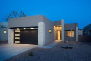 2724 Puerta del Bosque Lane NW, Albuquerque, NM 87104