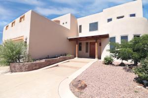 6101 WHITEMAN Drive NW, Albuquerque, NM 87120
