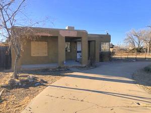 537 Grove Street NE, Albuquerque, NM 87108