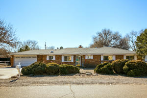 928 ALAMEDA Road NW, Albuquerque, NM 87114