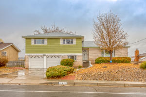 472 YUCCA Drive NW, Albuquerque, NM 87105