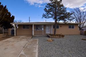 304 65TH Street SW, Albuquerque, NM 87121