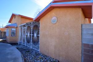 2208 HOLLYWOOD Avenue NW, Albuquerque, NM 87104
