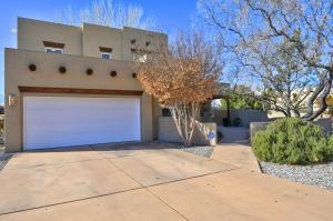2620 Bosque del Sol Lane NW, Albuquerque, NM 87120