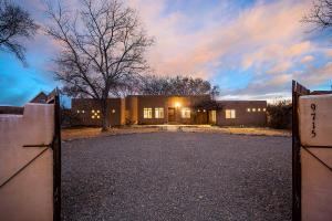 9715 GUADALUPE Trail NW, Albuquerque, NM 87114