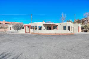 1524 W Meadowlark Lane, Corrales, NM 87048