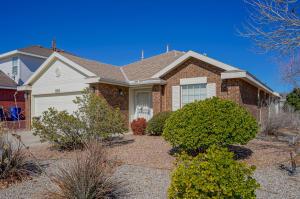 8015 Lyndsi Avenue NW, Albuquerque, NM 87120
