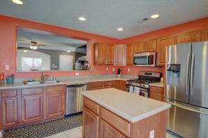 8031 SIERRA ALTOS Place NW, Albuquerque, NM 87114