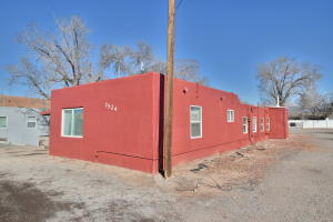 7524 2nd Street NW, Albuquerque, NM 87107