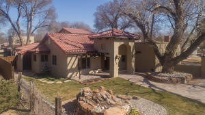 1007 GREEN VALLEY Road NW, Los Ranchos, NM 87107