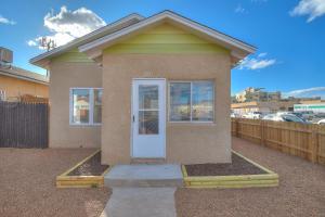 1221 3RD Street NW, Albuquerque, NM 87102
