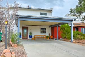 610 Lakeview Circle SE, Rio Rancho, NM 87124