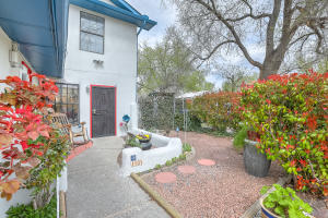 1101 Orchard Place NW, Albuquerque, NM 87102