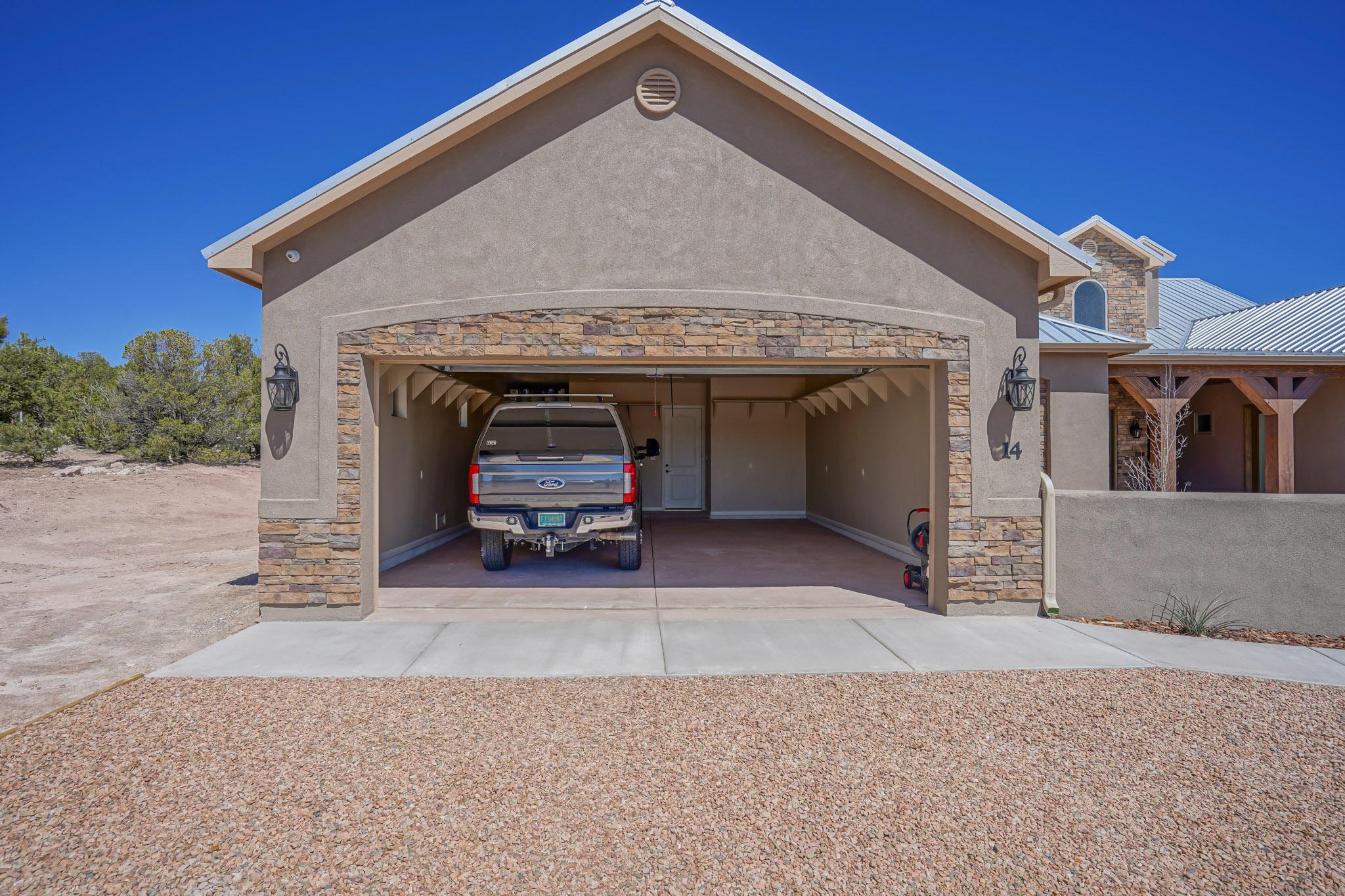 Oversized Garages w/8' Doors