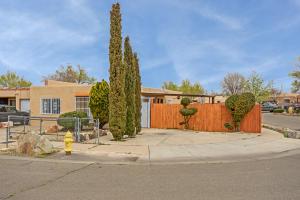 1711 SIRIUS Avenue SW, Albuquerque, NM 87105