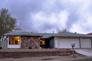 575 SILVER SADDLE Road SE, Rio Rancho, NM 87124