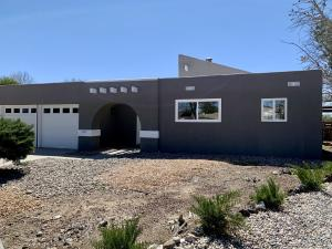 GORGEOUS NEW STUCCO & ROOF WITH WARRANTY!