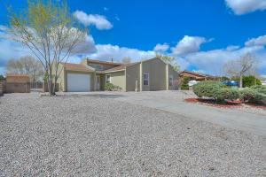 105 Lynwood Drive SE, Rio Rancho, NM 87124