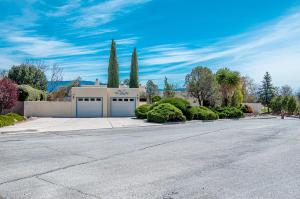 10204 MAGID Street NW, Albuquerque, NM 87114