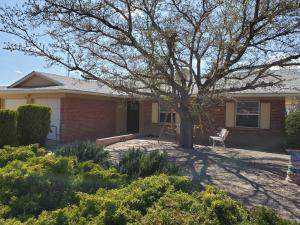 1233 WILLYS KNIGHT Road NE, Albuquerque, NM 87112