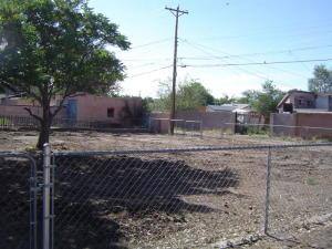 210 CLAYTON Street SW, Albuquerque, NM 87104