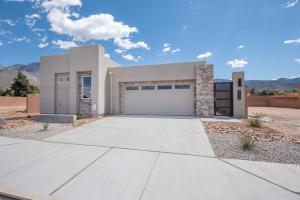 814 Horned Owl Drive NE, Albuquerque, NM 87122