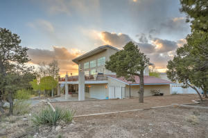 5 Falcon Ridge Road, Tijeras, NM 87059