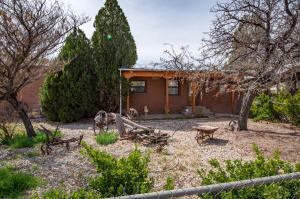 265 Mitchell Drive, Bosque Farms, NM 87068